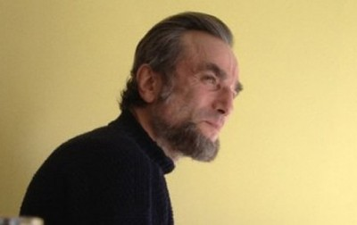 The Lincoln beard follows Daniel Day-Lewis even as he eats lunch off the set.