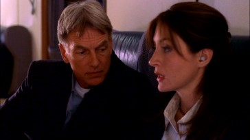 NCIS veteran Jethro Gibbs (Mark Harmon) suspiciously eyes Secret Service agent Kate Todd (Sasha Alexander) on their first time working together.