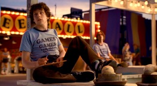 Instead of spending the summer in Europe, James Brennan (Jesse Eisenberg) becomes an amusement park employee at Pittsburgh's Adventureland.