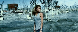 The search for her missing friend brings Steph (Amber Heard) to these salty Argentine ruins.