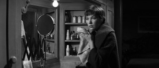 Ms. Kubelik (Shirley MacLaine) finds herself alone in Baxter's apartment.