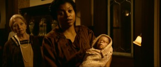 In 1918 New Orleans, nursing home employee Queenie (Oscar-nominated Taraji P. Henson) announces the arrival of a wrinkled foundling she names Benjamin.