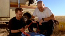 Stranded in the desert, Jesse and Walt try to use chemical know-how to create a makeshift engine.