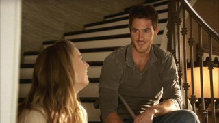 """Two Places"" has Justin (Dave Annable) and Rebecca (Emily VanCamp) sharing a much-needed laugh in the midst of Kitty's wedding chaos."
