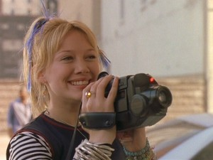 At the beginning of the movie, Kelly Collins is a free-spirited tween at a posh New York art school.
