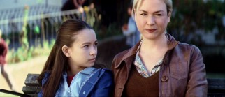 Lily (Jodelle Ferland) and Emily (Renée Zellweger) give the daughter-mother dynamic the old college try.