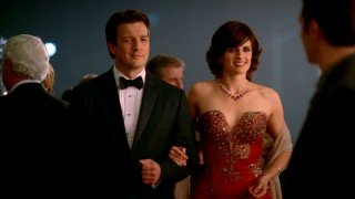 "Castle and Beckett get all dressed up to foil a series of deadly jewel thefts in ""Home is Where the Heart Stops."""