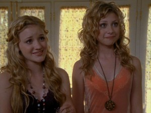 Courtney (Amanda Michalka) and Taylor (Alyson Michalka) try to escape their father's wrath after a particularly disastrous mistake on their part.