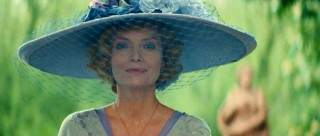Although she's sooo skinny as to not conform to the era's beauty ideals, Lea de Lonval (Michelle Pfeiffer) has done quite well for herself as a high-class courtesan.