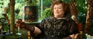 Though retired, Chéri's mother Madame Charlotte Peloux (Kathy Bates), friend/rival courtesan of Lea, still has something of a dirty whorish mouth.