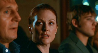 Catherine Stewart (Julianne Moore) casts an unfriendly glare at David (Liam Neeson), the husband she suspects is unfaithful to her.