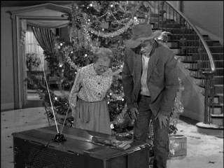 "Granny (Irene Ryan) and Jed (Buddy Ebsen) try to make sense of the new washing machine the Drysdales have given them in ""Christmas at the Clampetts."" (It's a television.)"