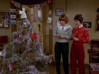 "Laverne (Penny Marshall) and Shirley (Cindy Williams) wait for their Christmas tree's ""blinker"" lights to turn back on in ""O Come All Ye Bums."""