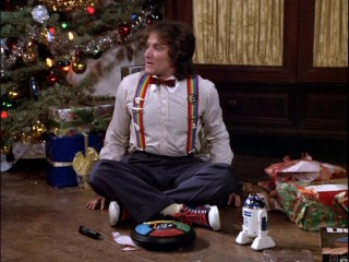 A first Christmas calls for excitement (an emotion Robin Williams knows a thing or two about), as Mork sits under the tree with Simon and R2-D2.