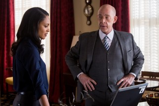 Treasury Department financial crimes employees Marybeth Medina (Cynthia Addai-Robinson) and Raymond King (J.K. Simmons) try to track down the elusive accountant.