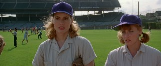 Sisters Dottie (Geena Davis) and Kit (Lori Petty) go from an Oregon dairy farm to a Chicago baseball field.