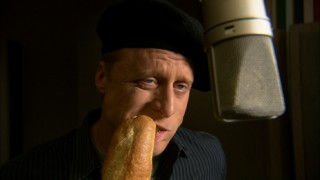 "With a baguette and a beret, Alan Tudyk unleashes his inner Frenchman in ""Alan Tudyk, Chipmunk Apprentice."