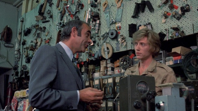 Duke Anderson (Sean Connery) asks concurrent prison release The Kid (Christopher Walken) to join him in a robbery.