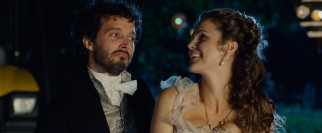 Jane (Keri Russell) enjoys breaking character with down to earth farmhand Martin (Bret McKenzie).