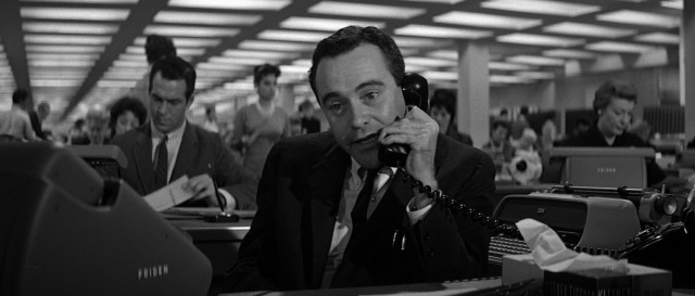 "At work, C.C. ""Bud"" Baxter (Jack Lemmon) has his hands full, not with insurance but with scheduling executives into his apartment for trysts."