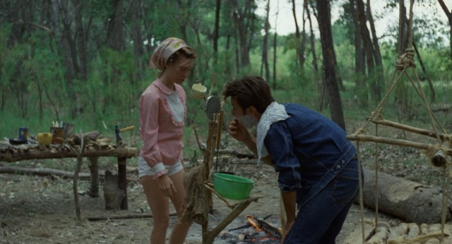 Holly (Sissy Spacek) and Kit (Martin Sheen) start another day in their forest retreat.