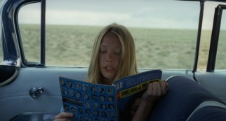 Holly (Sissy Spacek) shares some celebrity fact or fiction while Kit drives.