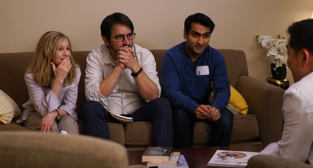After his recent ex-girlfriend falls ill, Kumail (Kumail Nanjiani) finds himself spending lots of time at the hospital with her parents (Holly Hunter and Ray Romano).