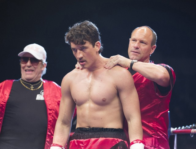 Vinny Pazienza (Miles Teller) fights with both his father Angelo (Ciarán Hinds) and his trainer Kevin Rooney (Aaron Eckhart) in his corner.