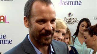 "Cate Blanchett videobombs Peter Sarsgaard's red carpet interview at the ""Blue Jasmine"" premiere."