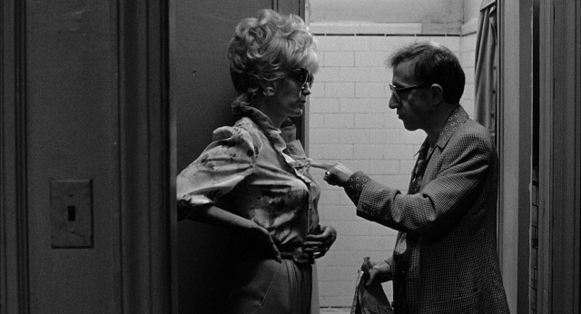 "Mob widow Tina Vitale (Mia Farrow) and theatrical manager Danny Rose (Woody Allen) make for an odd fake couple on the run in ""Broadway Danny Rose."""