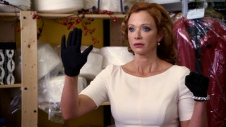 Disdainful diva designer Lindy Lowe (Lauren Holly) can hardly open her mouth without offending the everywoman.