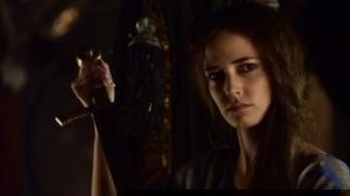 Arthur's elder half-sister Morgan (Eva Green) is consumed with ascending to the throne he's assumed.
