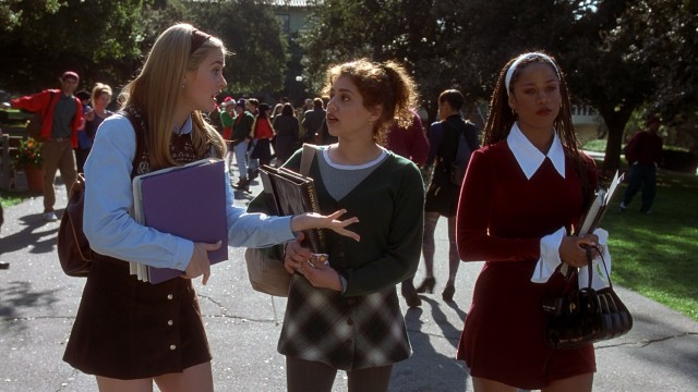 Cher (Alicia Silverstone) and Dionne (Stacey Dash) look to makeover frumpy new girl Tai (Brittany Murphy).