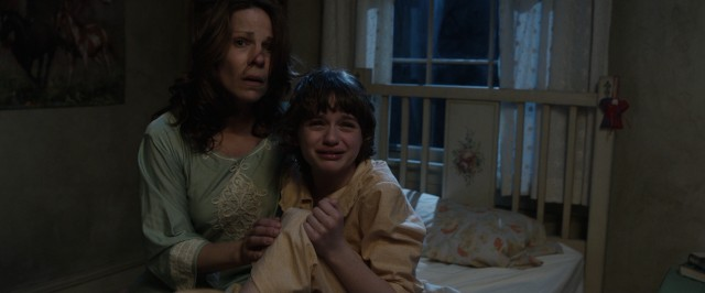 The new house is not treating Carolyn Perron (Lili Taylor) and her daughter (Joey King) well.