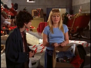 Gordo and Lizzie struggle to get far in their ambitious Christmas parade float design.