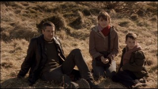 Lizzie (Emily Mortimer) reluctantly agrees to an outing with the stranger (Gerard Butler), with whom Frankie wants to spend more time.