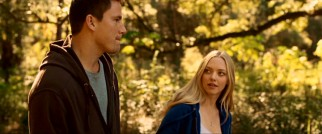 Former bad boy John Tyree (Channing Tatum) and always good girl Savannah Curtis (Amanda Seyfried) grow close over their shared South Carolinian 2001 spring break.