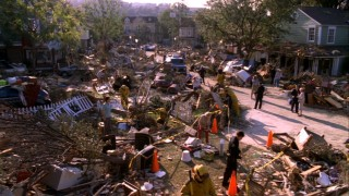 A hurricane ravages Wisteria Lane in one of Desperate Housewives' most striking moments.