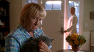 Dave puts the pressure on a vulnerable Karen McCluskey (Kathryn Joosten) with a threat to her cat.