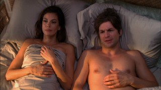 A five year leap into the future reveals that Susan (Teri Hatcher) is no longer married to Mike, romancing a painter named Jackson (Gale Harold) instead.