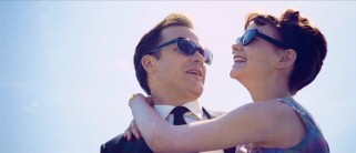 David (Peter Sarsgaard) and Jenny (Carey Mulligan) look très cool as they wear sunglasses on their Paris getaway.
