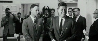 As part of the All-American college football team, Forrest (Tom Hanks) gets to meet President John F. Kennedy, through the magic of computers.