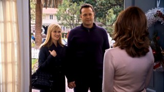 Kate (Reese Witherspoon) and Brad (Vince Vaughn) arrive at the second of their four scheduled Christmases.