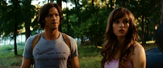Since police have abandoned search efforts, Clay Miller (Jared Padalecki) looks for his missing sister on his own, with the help of fellow young attractive person Jenna (Danielle Panabaker).