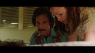 Ron (Matthew McConaughey) and Eve (Jennifer Garner) disagree on how to treat a crashing Rayon in this deleted scene.