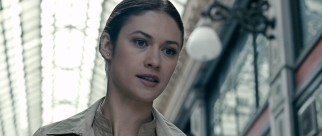 On the side of the conspiracy but clinging to some sympathy is Ben's former colleague Anna Brandt (Olga Kurylenko).