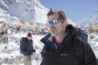 Affluent Texas Republican Beck Weathers (Josh Brolin) looks cool in shades, but wait until he ascends.
