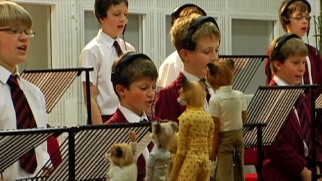 "Puppets of the ""Fantastic Mr. Fox"" cast inspire British children to sing their hearts out for Alexandre Desplat in ""Music."""