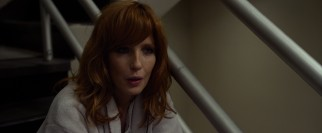 In a hospital stairwell, Whip meets Nicole (Kelly Reilly), a recovering heroin addict.