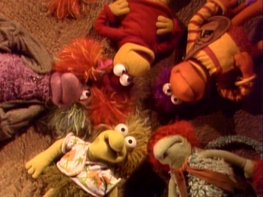Wembley, Mokey, Red, Gobo, and Boober form a circle in order for the gang to visit Boober's dreams.